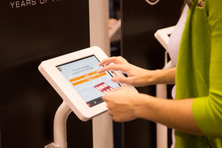 8 Ways to Use an iPad Kiosk Effectively at Your Next Trade Show