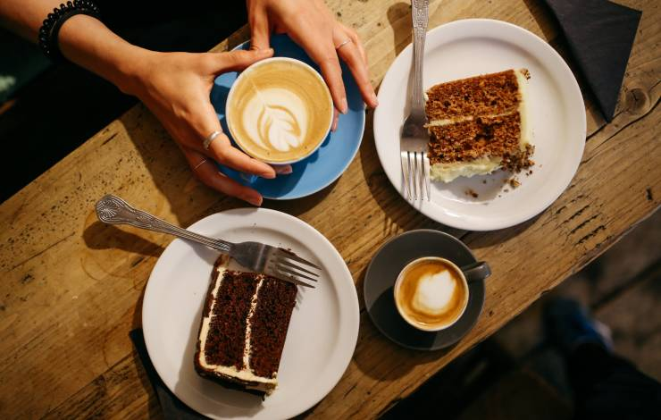cake upsell at coffee shop